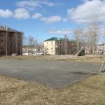 Детскую площадку в одном из североуральских дворов нужно расширить
