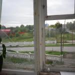 В Североуральске неизвестный бросил камни в окна, под которыми мог спать 10-месячный ребенок