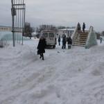 На площади Североуральска забуксовала машина