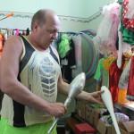 В Североуральском поселке Калья кружком руководит настоящий цирковой артист из Донецка