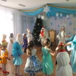 Малышей поздравили Обезьянка и Петух