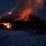 В Североуральске в воскресенье горел частный дом по улице Советская (Фото, видео)