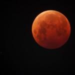 Североуральцы в одну ночь увидят ледяную комету и затмение Луны