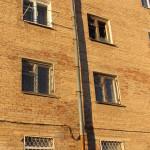 8 Марта в магазине разбили витрину. А 47-летнюю женщину без сознания обнаружили в подъезде