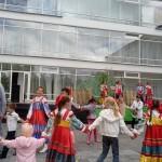 Праздник Троицы отметили в Георгиевском парке: детям раздавали сладости