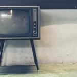 В поселке Баяновка грабитель взломал в доме дверь и украл телевизор