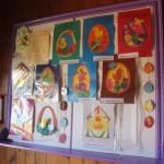 Детские прделки развешаны на входе в храм