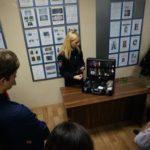 Свердловские полицейские показали старшеклассникам работу эксперта-криминалиста