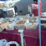 На площади Мира проходит ярмарка. Купить можно все - от конфет до теплой одежды