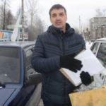 Полицейские наградили серовчанина, который машиной прикрыл детей от пьяного водителя