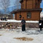 Североуральцы плачут. В городе прошла акция памяти по погибшим в Кемерово