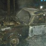 15 ОФПС: на пожаре в Ивделе спасен один человек, сгорели два авто