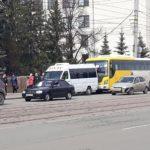 В Челябинске ветеранов привезли к Вечному огню на машинах... похоронного бюро
