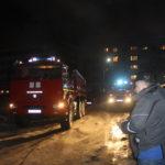 В Североуральске пожарные вывели из горящей квартиры двух пенсионеров. И около 30 их соседей