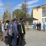 Более 180 школьников вышли на зарядку... с полицейскими