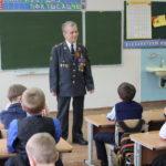 Ветеран МВД провел для первоклашек урок памяти - рассказал о войне