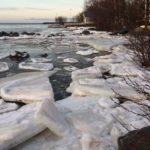 Лед на городских водоемах стал смертельно опасным