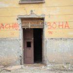 """Предупреждающие надписи не отпугивают аборигенов. Фото: Константин Бобылев, """"В каждый дом""""."""