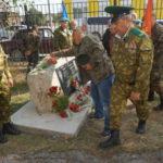 1 сентября в Покровске-Уральском. Учеников поздравили с Днем знаний, на школьном дворе торжественно открыли мемориальную доску (фотогалерея)